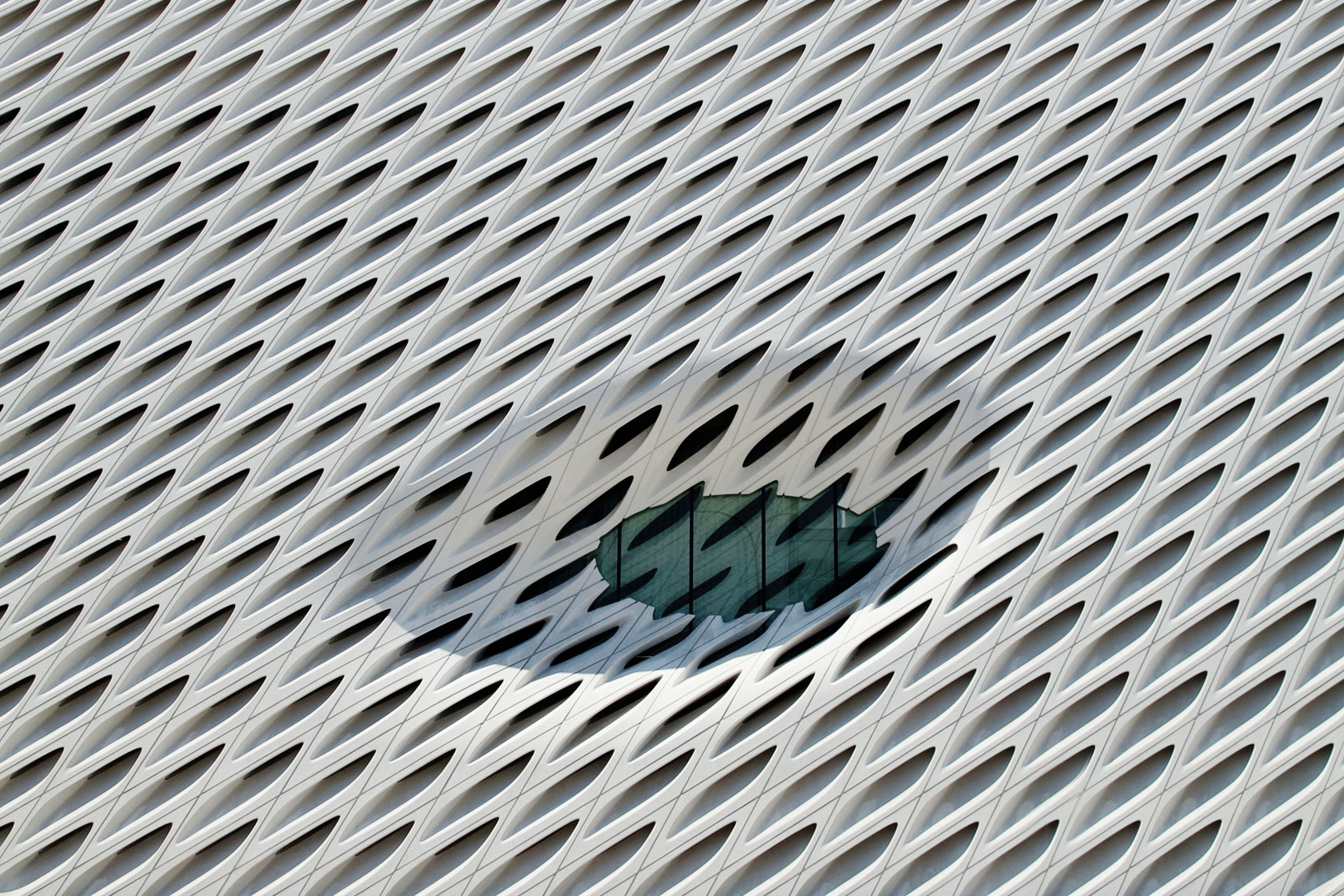 peggy-wong-photography_shapes_qantas-magazine_los-angeles_the-broad_3849crop