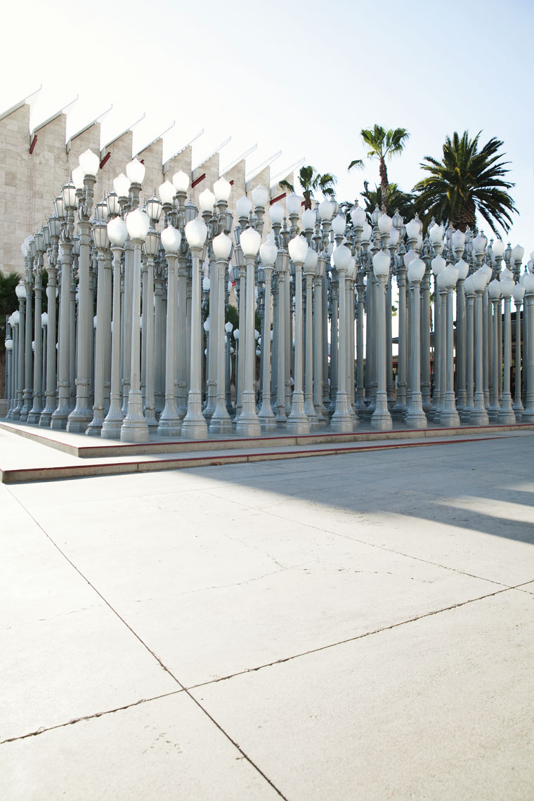 peggy-wong-photography_stories_qantas-magazine_los-angeles_lacma_urban-light_4023